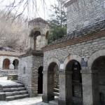 Каменные кельи монастыря Бодбе